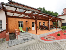 Wir produzieren und installieren die Terrassen aus Echtholz