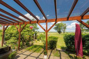 Holz und Glas als Terrassenüberdachung