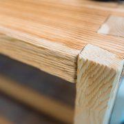 Tisch aus Echtholz