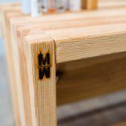 Holzmöbel mit TMW Logo