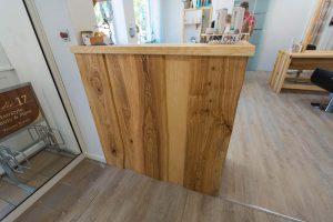 Empfangstresen aus Holz